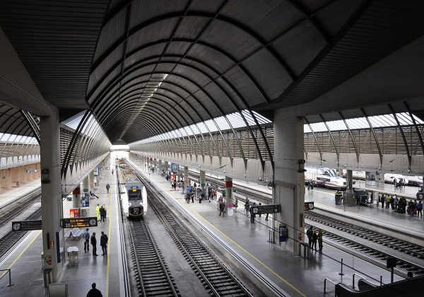 Adif adjudica el mantenimiento integral de la estación de Sevilla Santa Justa